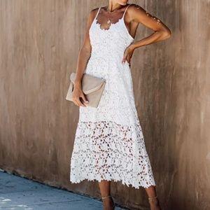 | picture perfect lace midi dress |